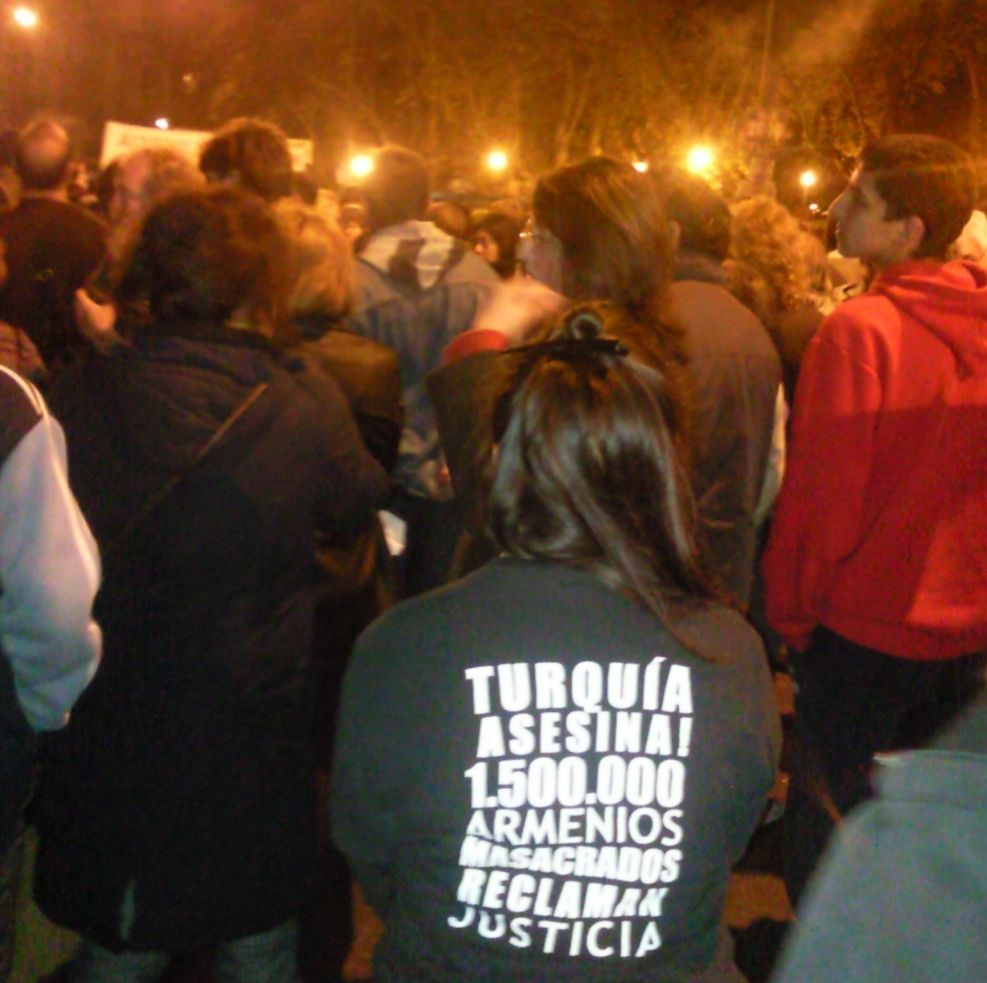 Miembros de UJA durante la Marcha del Silencio